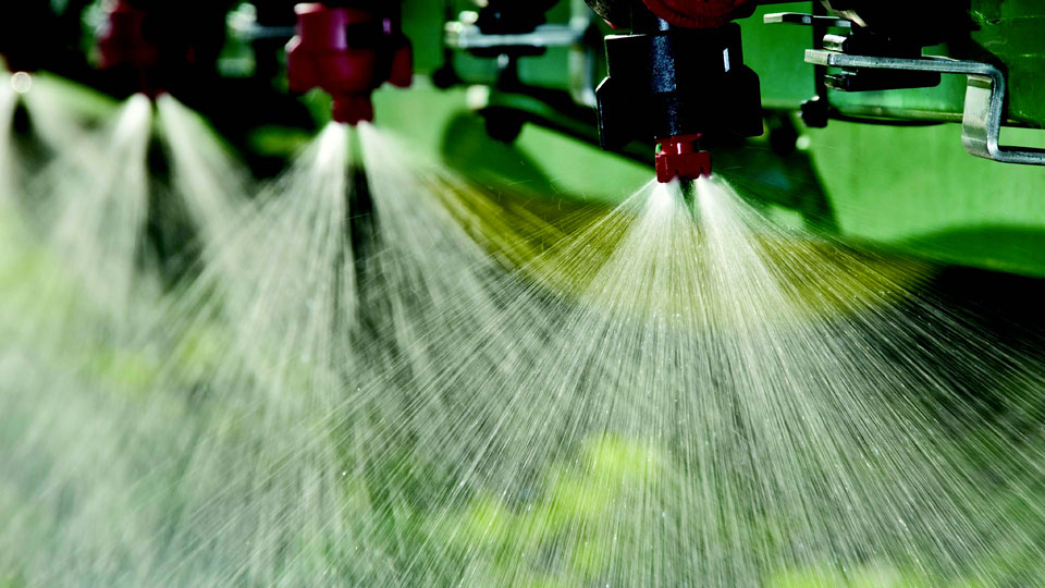 the-most-common-reasons-for-foliar-feeding-in-hydroponics